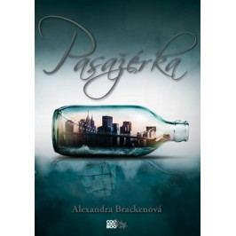 Pasažérka | Alexandra Brackenová